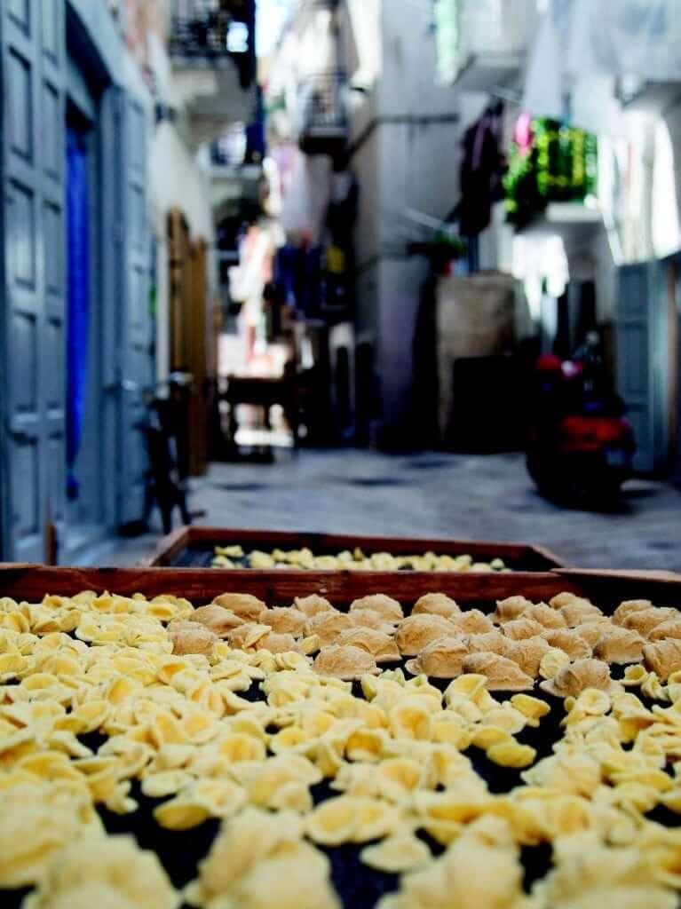 Pasta op straat in Bari